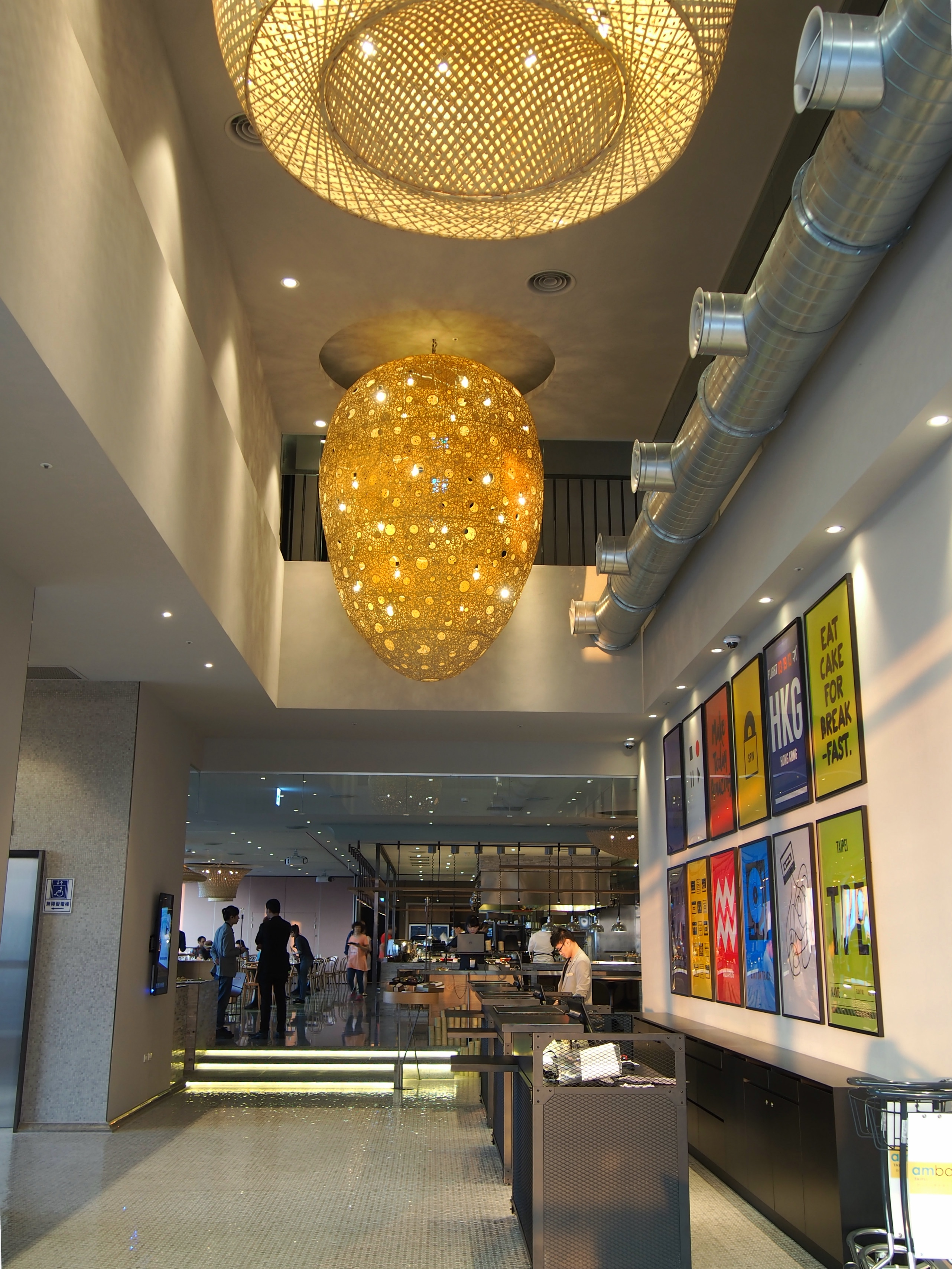 Check-in area at lobby and the entrance of QUE restaurant.
